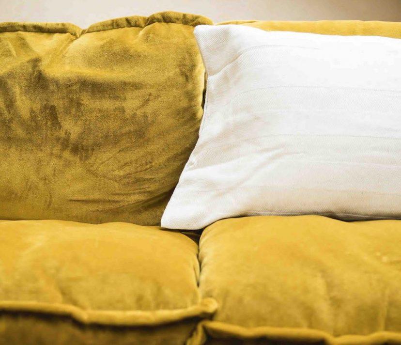 gelbes-sofa-hk-living